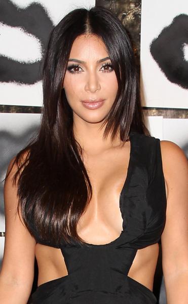 Kim Kardashian comparte video en la cama con Kanye