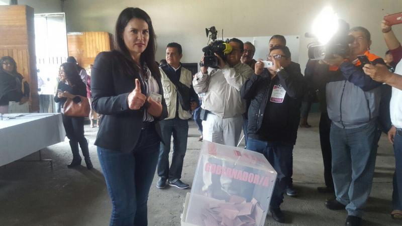 Vázquez Mota ejerce su derecho a votar en Huixquilucan
