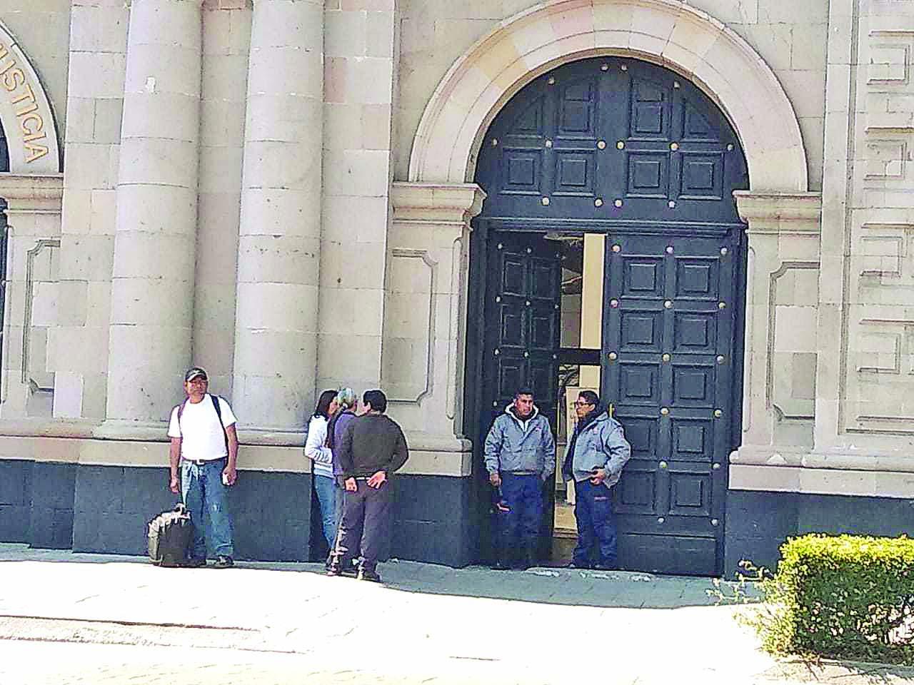 Toluca, presos, brazaletes, piden cambio, cárcel