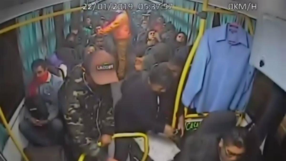 Delincuente pasajero asalta camión Tecámac
