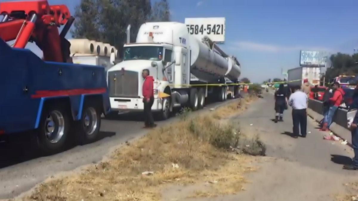 Tráiler atropella motociclista carretera México-Cuautla