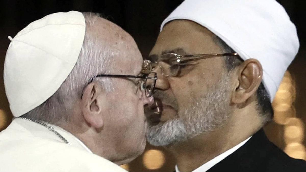 Papa Francisco imán Ahmad Al Tayed beso Emiratos Árabes