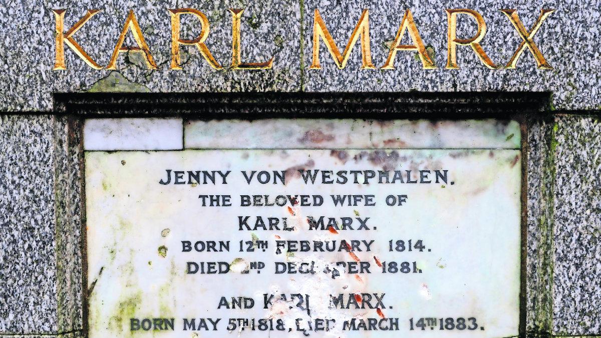 Karl Marx Tumba rota martillazos destrozan