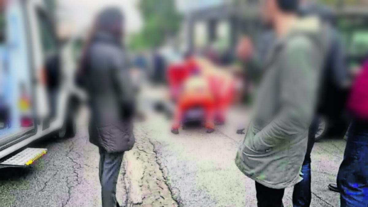 Niño 10 años cuida madre muerta Italia