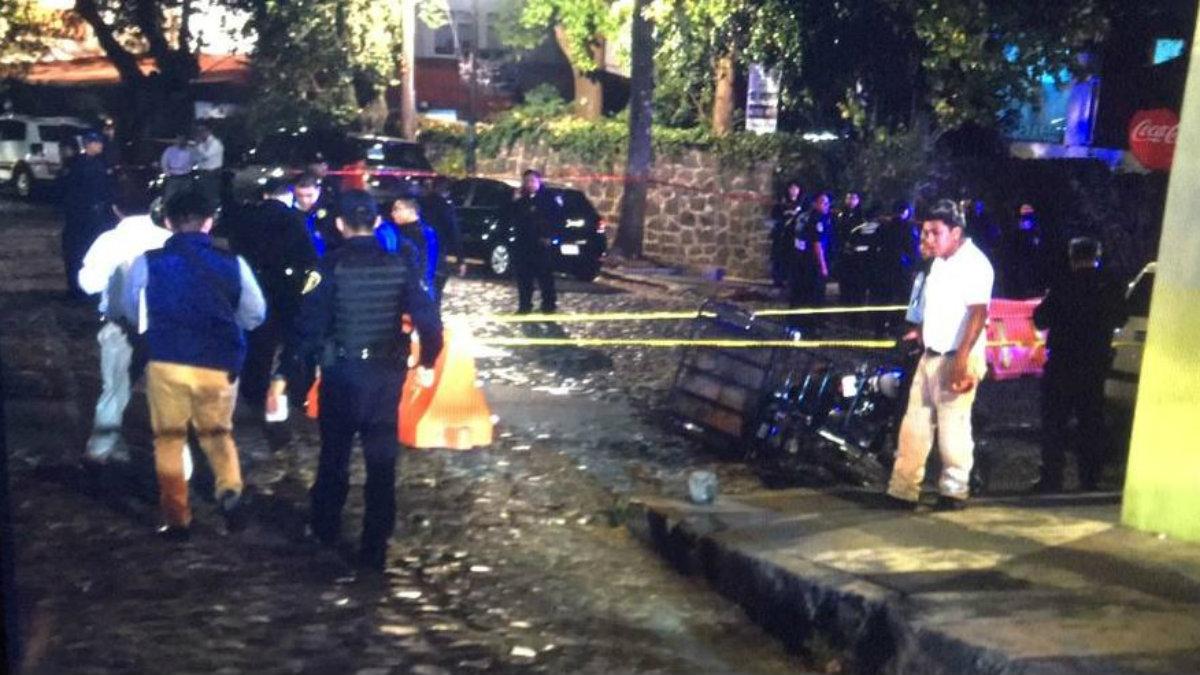 asaltantes intentan robar tienda MacStore Altavista san ángel inn intentan huir policías los lesionan arma de fuego