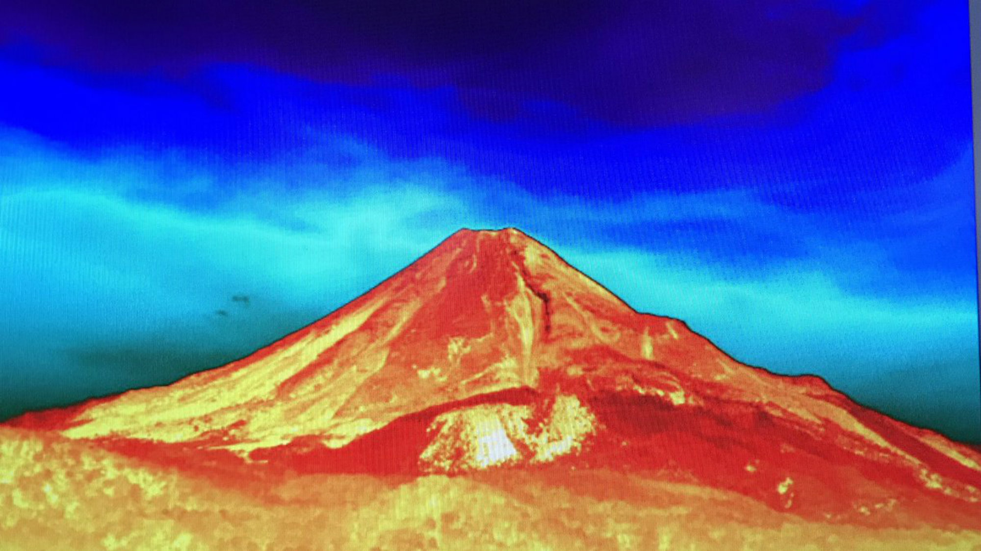 Monitorean el volcán de Colima