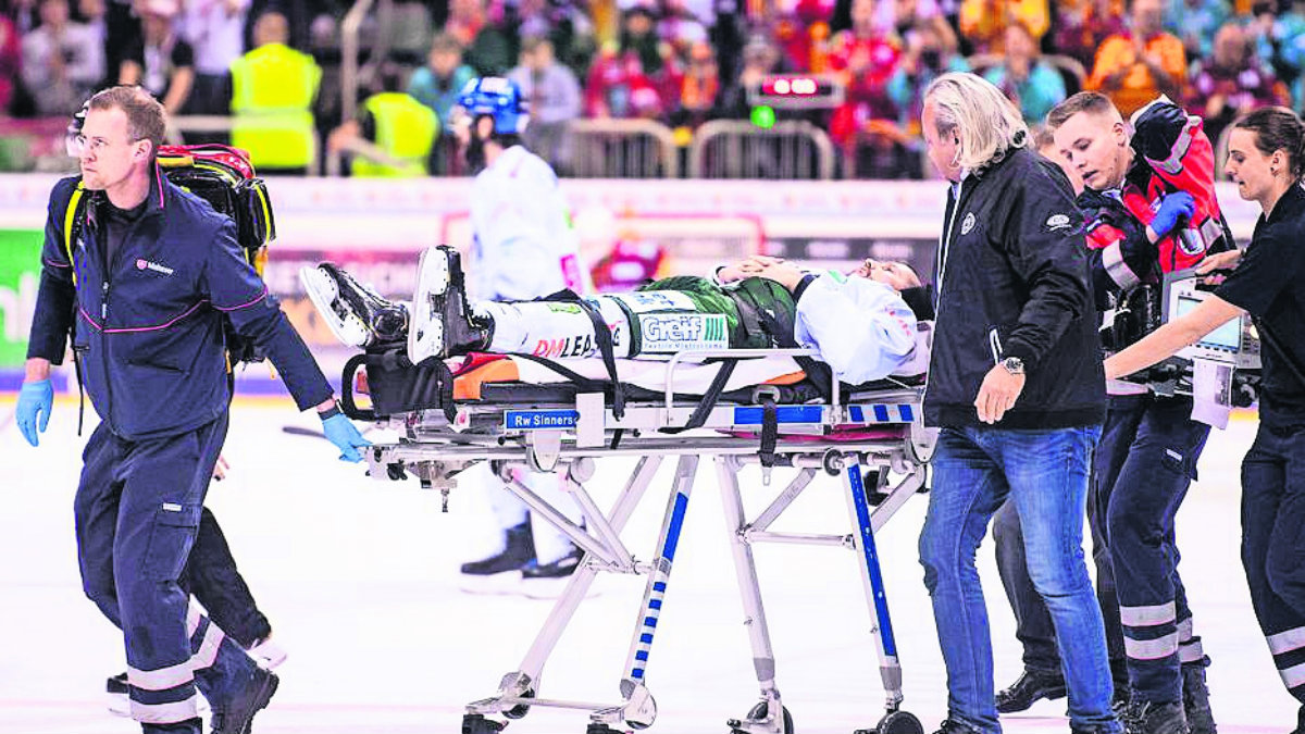 rival le salva la vida a jugador de hockey sobre hielo