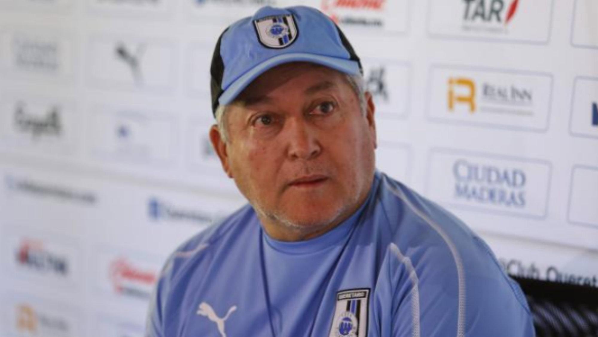 Víctor Manuel Vucetich levantar a Gallos