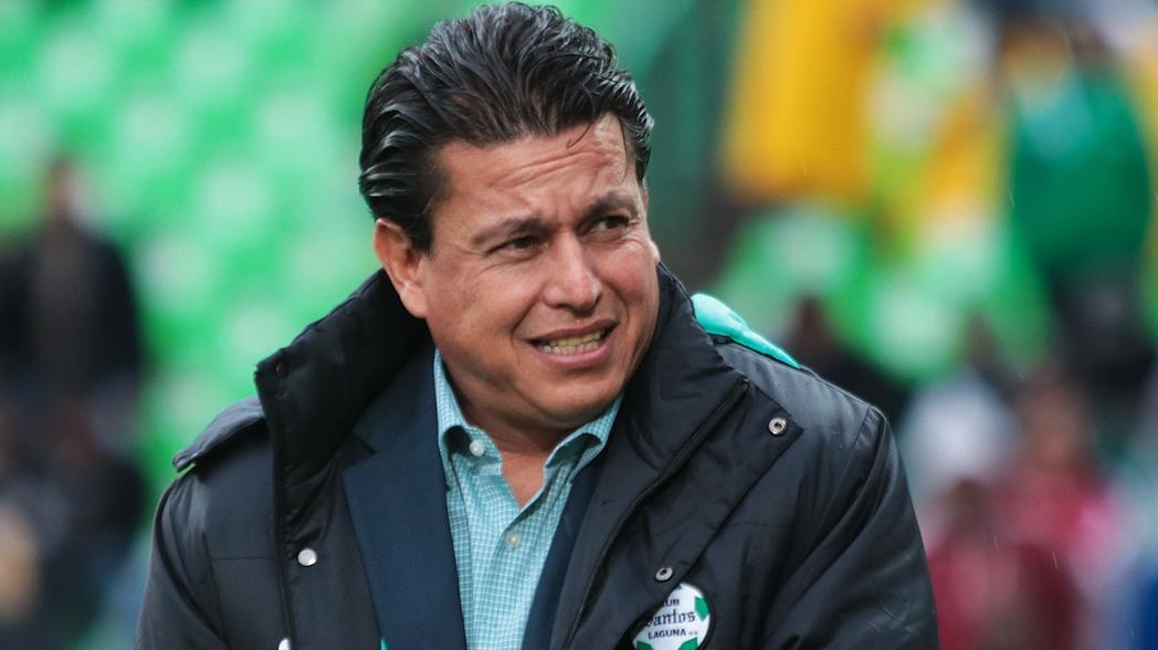Salvador Reyes deja de ser técnico de Santos Laguna