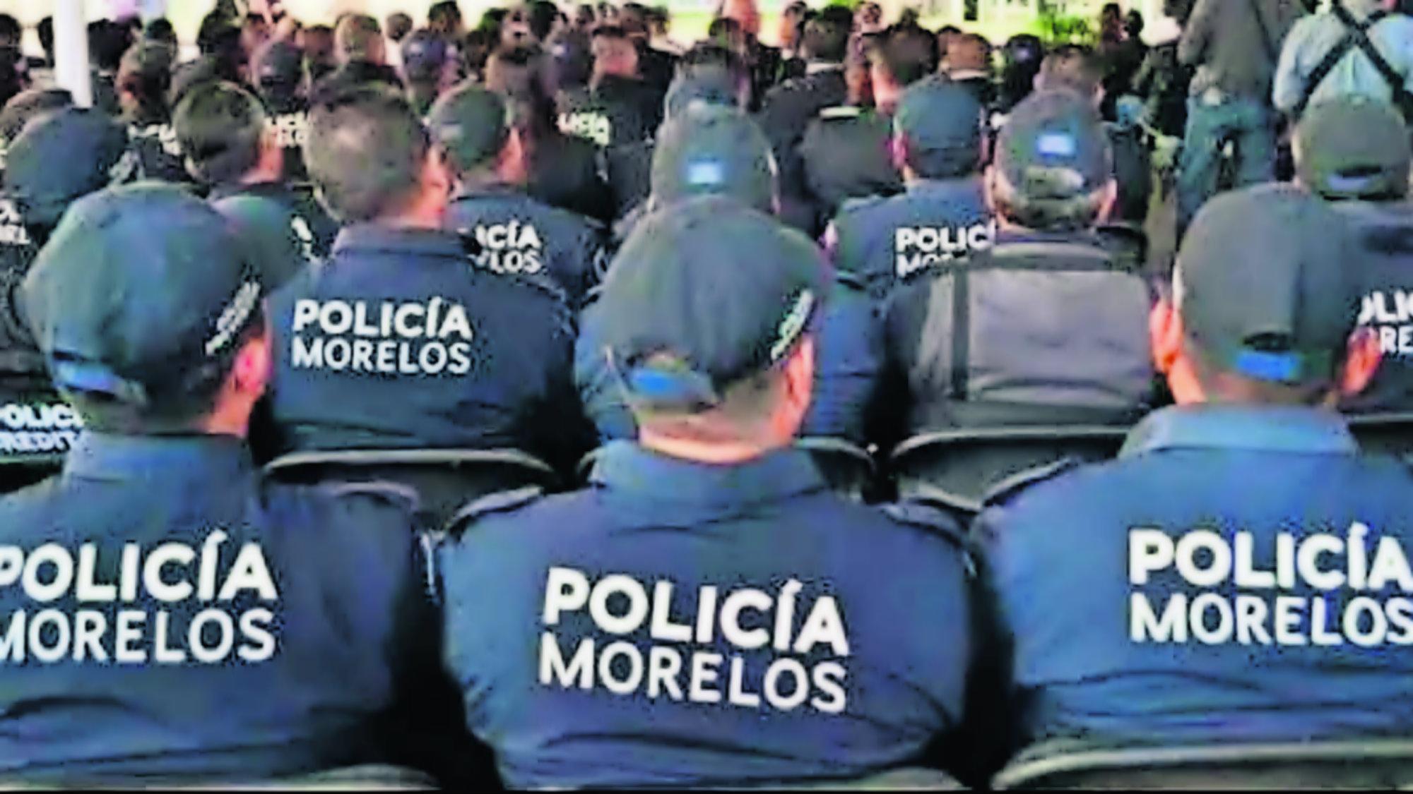 Investigan a polis aparecen en mantas