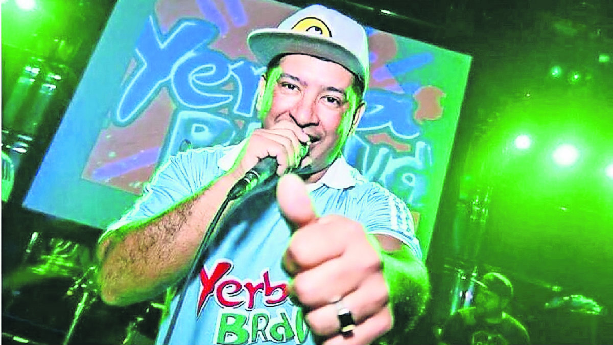 detienen a cantante de cumbia yerba brava con cocaína aeropuerto