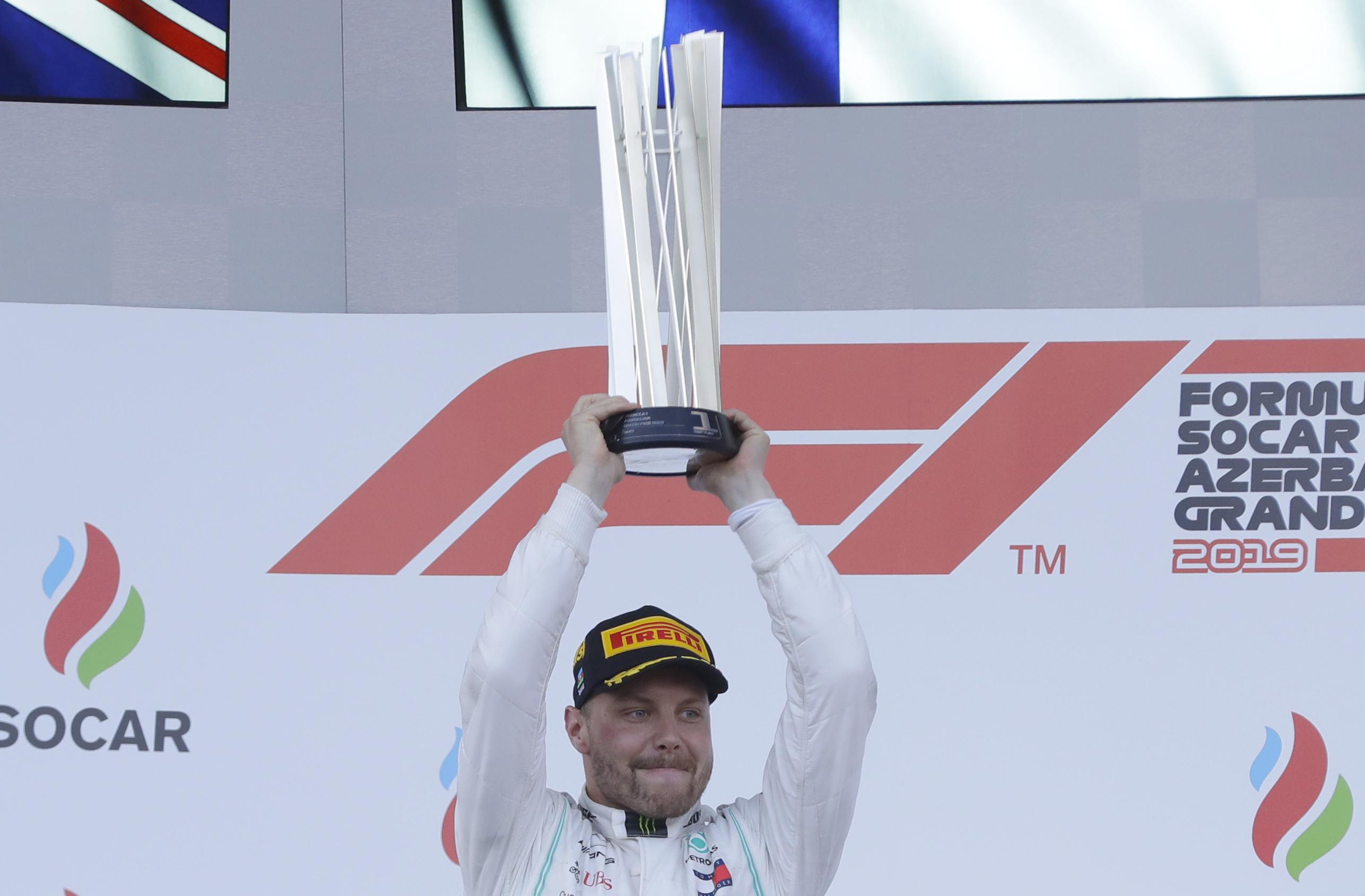 Valtteri Bottas se corona en Bakú