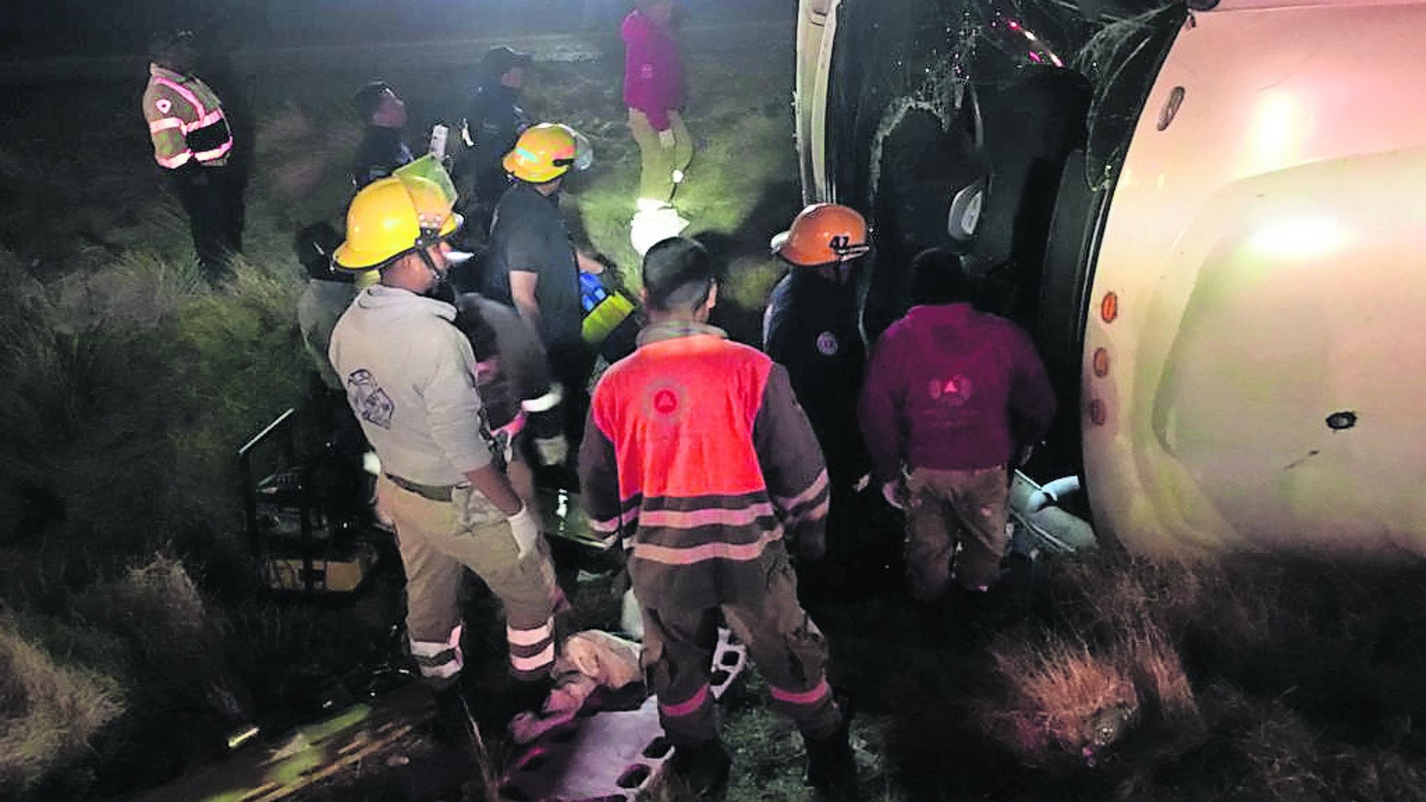 Camión turísticos volcadura Menores muertos Pasajeros heridos Zacatecas