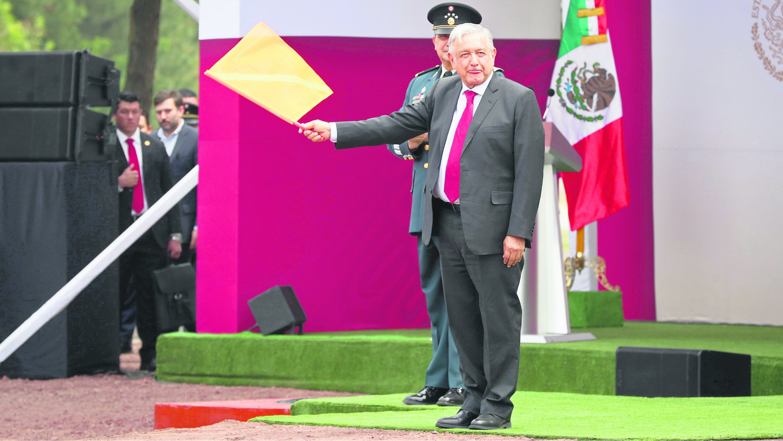 AMLO banderazo a Santa Lucía