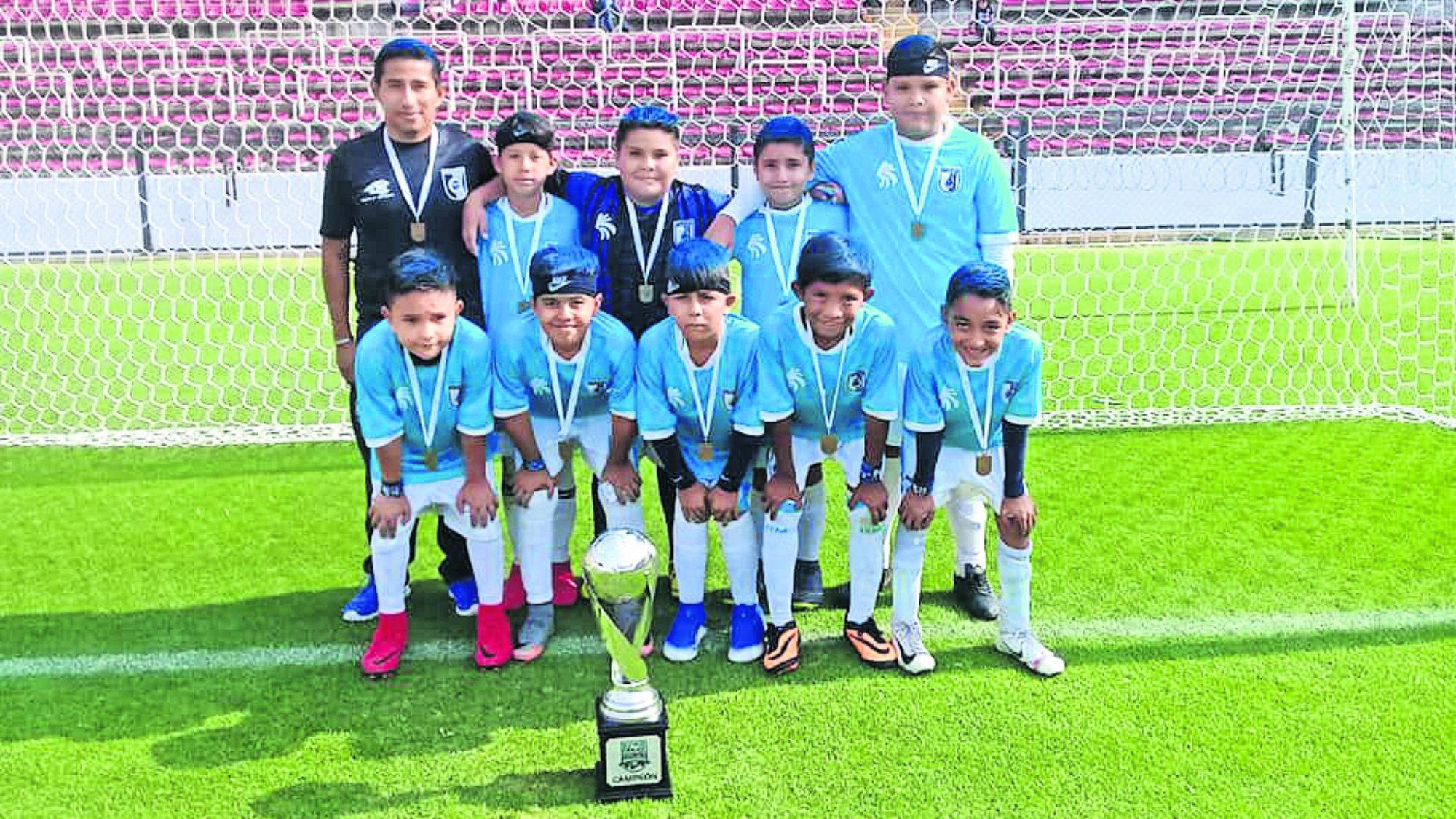 Gallos Blancos Morelos Sub 12 Ganan trofeo
