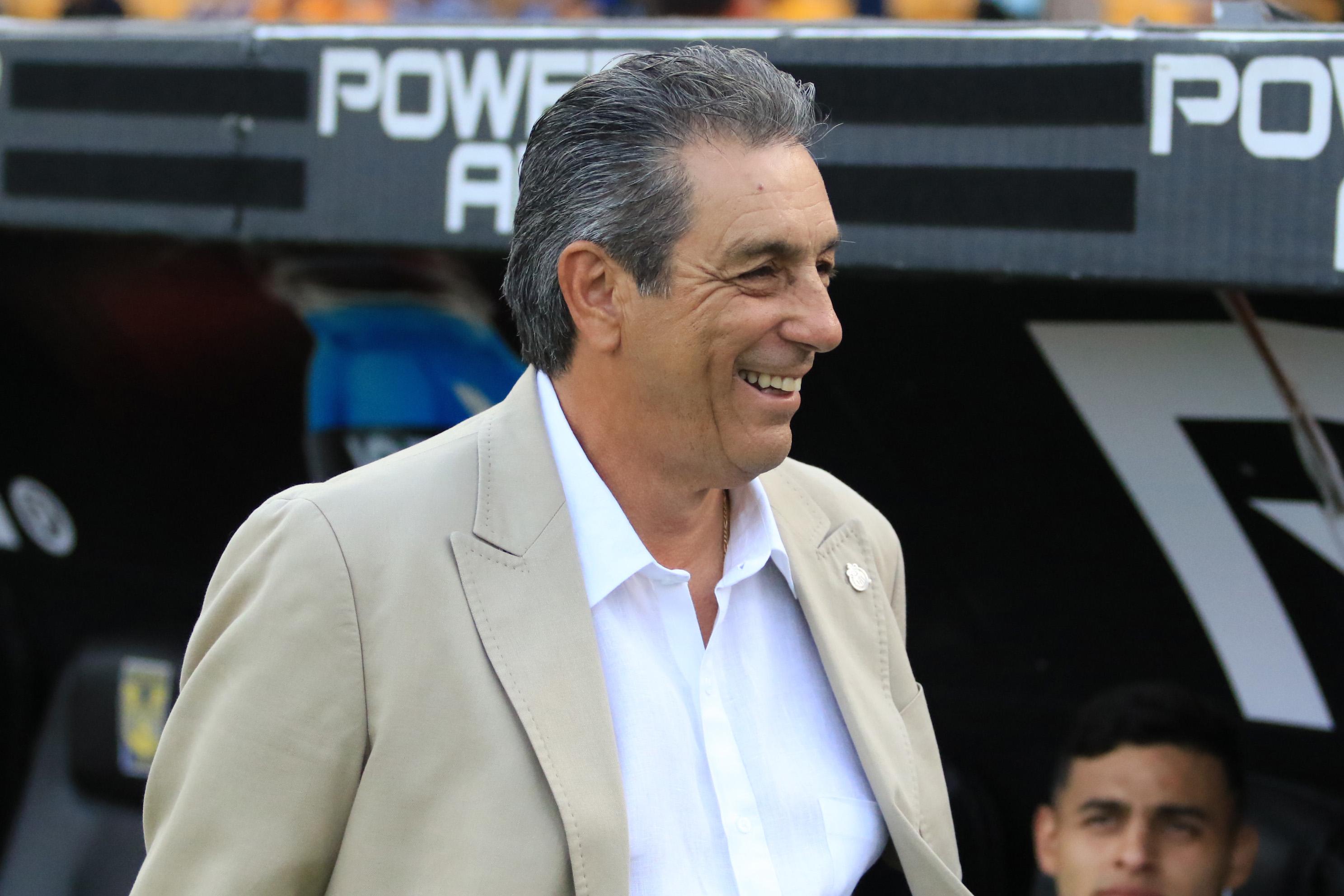 Tomás Boy seguirá al frente de las Chivas