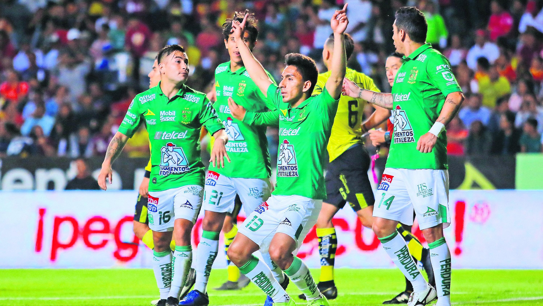 Ángel Mena líder goleador León