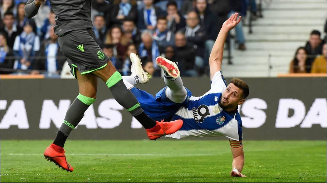 Héctor Herrera se despide del Porto con un golazo