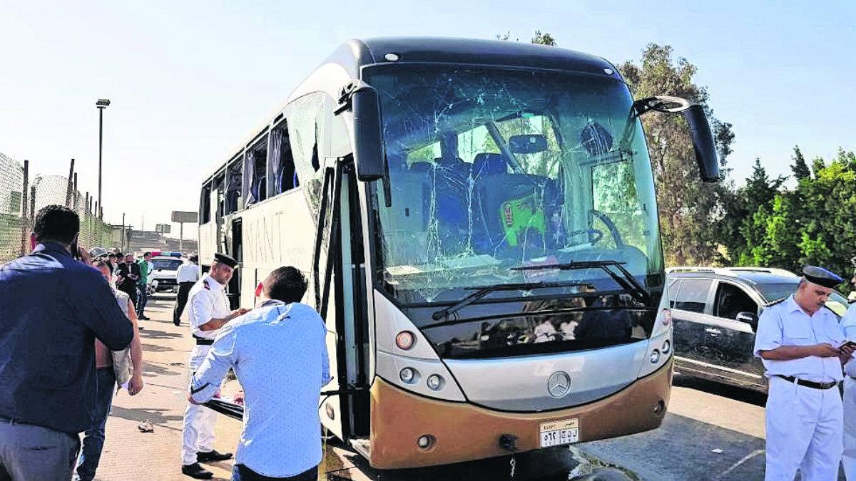 Atentan contra autobús turístico Cairo
