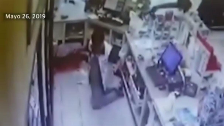Asaltantes matan por la espalda a joven empleado en Colima