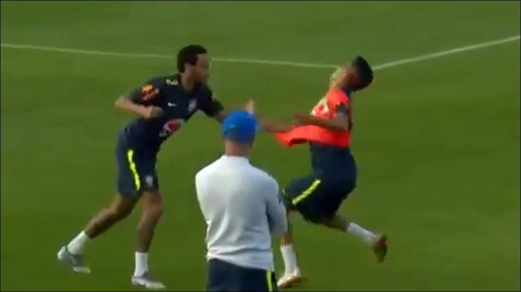 Neymar derriba a juvenil de Brasil