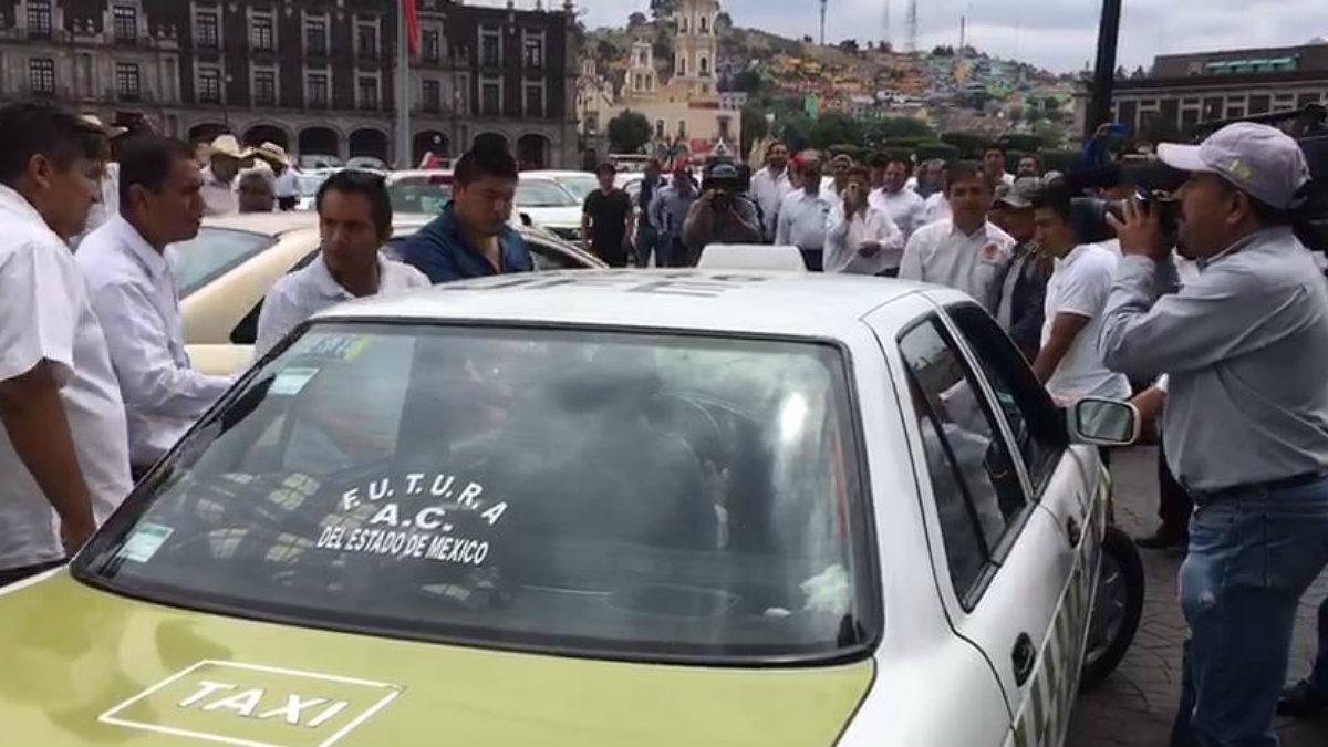 caos vial protesta taxis taxistas contra aplicaciones uber cabify didi