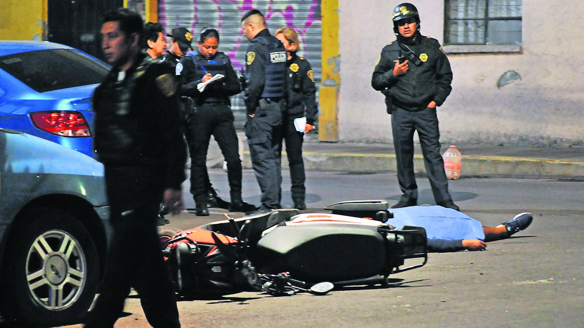 Pelea por mujer Hombre muerto Rivales detenidos CDMX
