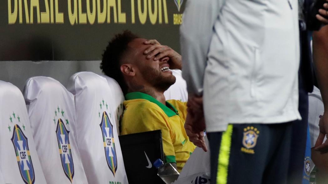 Neymar se va lesionado en partido de preparación para la Copa América
