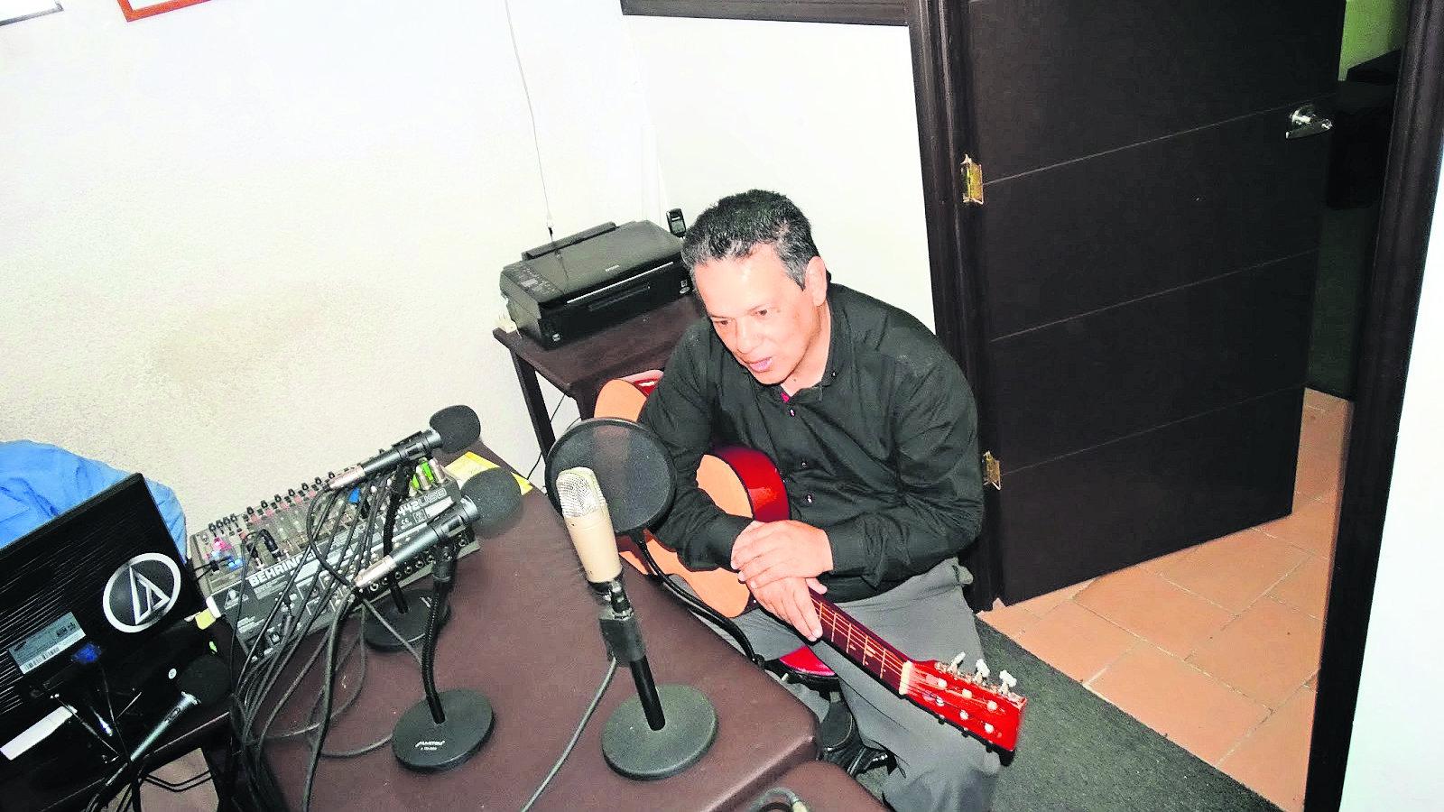 Óscar Mancilla prepara disco revista