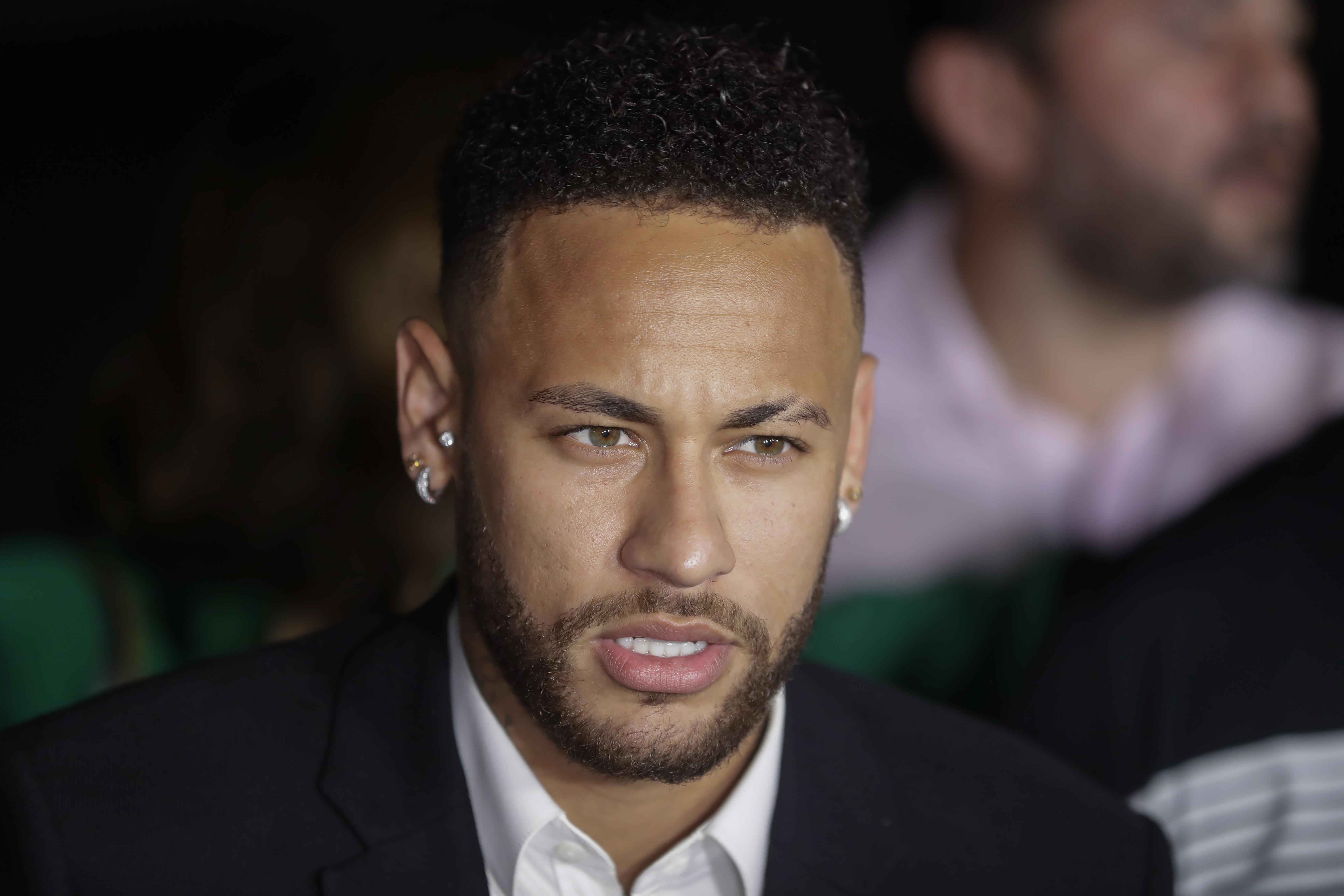 """Al grito de """"¡Neymar es inocente!"""" fans muestran su apoyo al astro brasileño"""