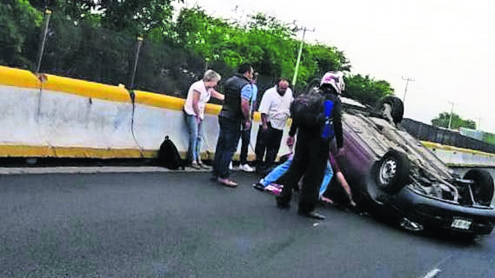 Exceso de velocidad Pierden el control Ancianos heridos Morelos