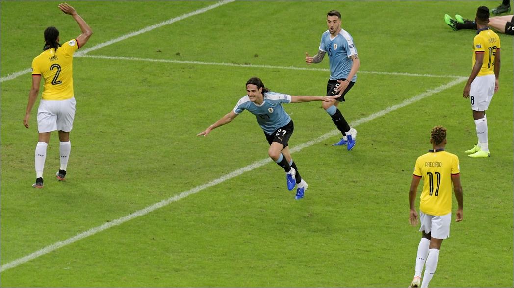 Cavani brilla en goleada de Uruguay a Ecuador en Copa América