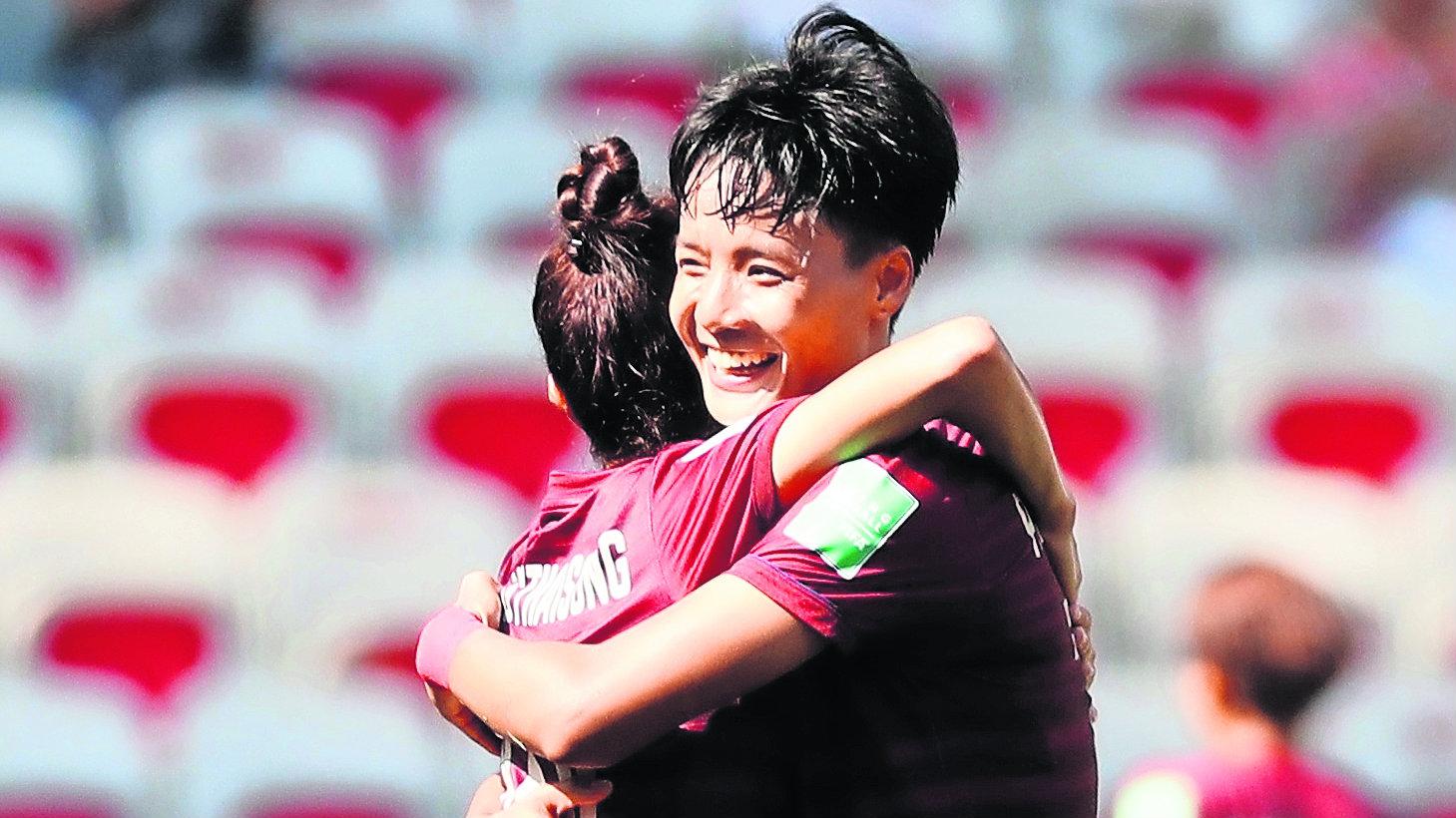 Entrenadora llora primer gol Mundial