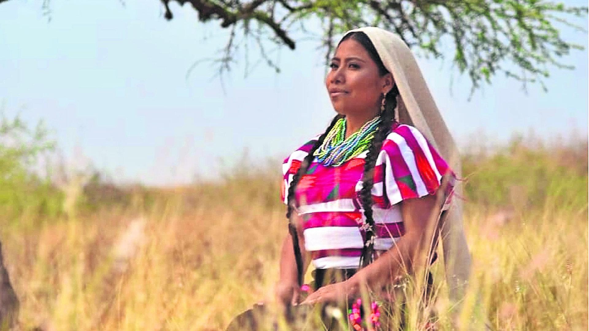 Yalitza Aparicio se niega al Guelaguetza no quiere sentarse junto a Alejandro Murrat