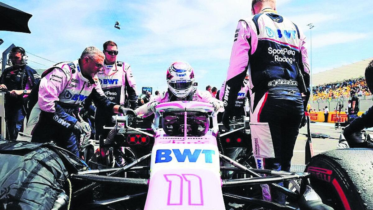 Checo Pérez cuatro carreras sin sumar