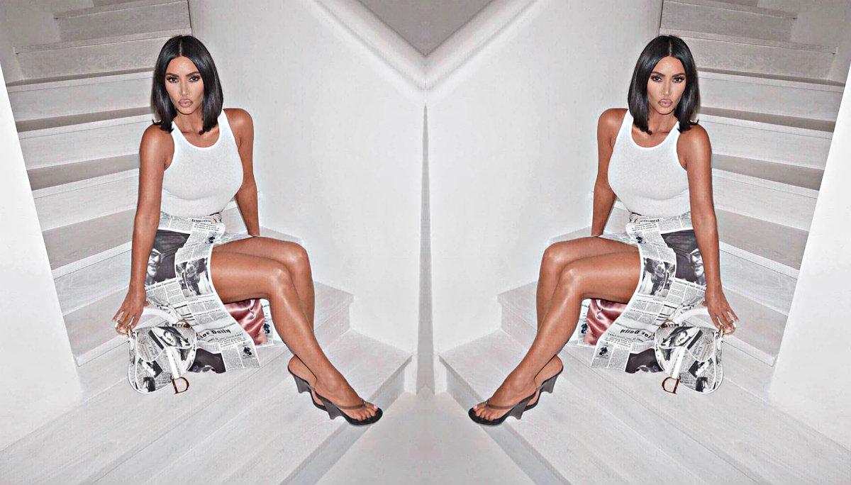 Kim Kardashian se fotografía con muy poca ropa frente al espejo
