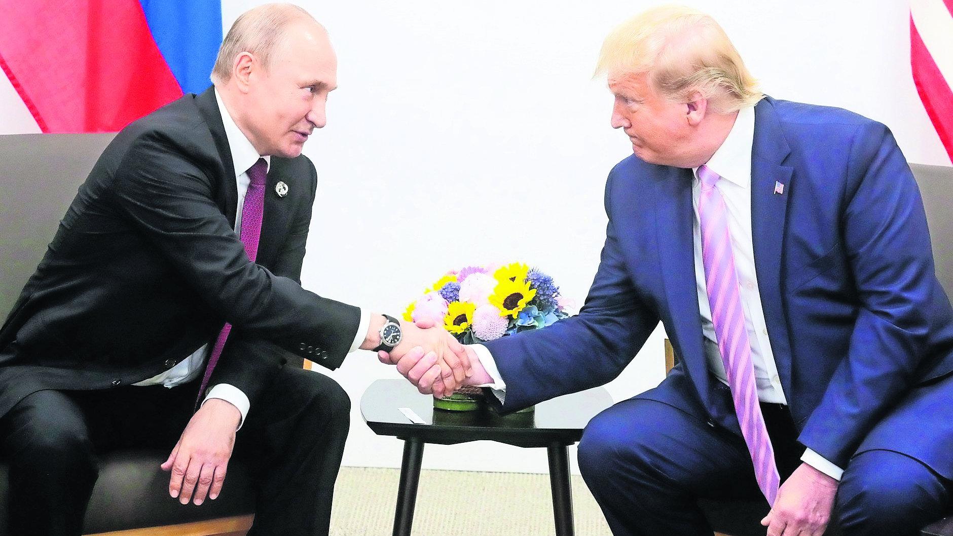 Donald Trump pide a Vladimir Putin que no interfiera en elecciones de 2020