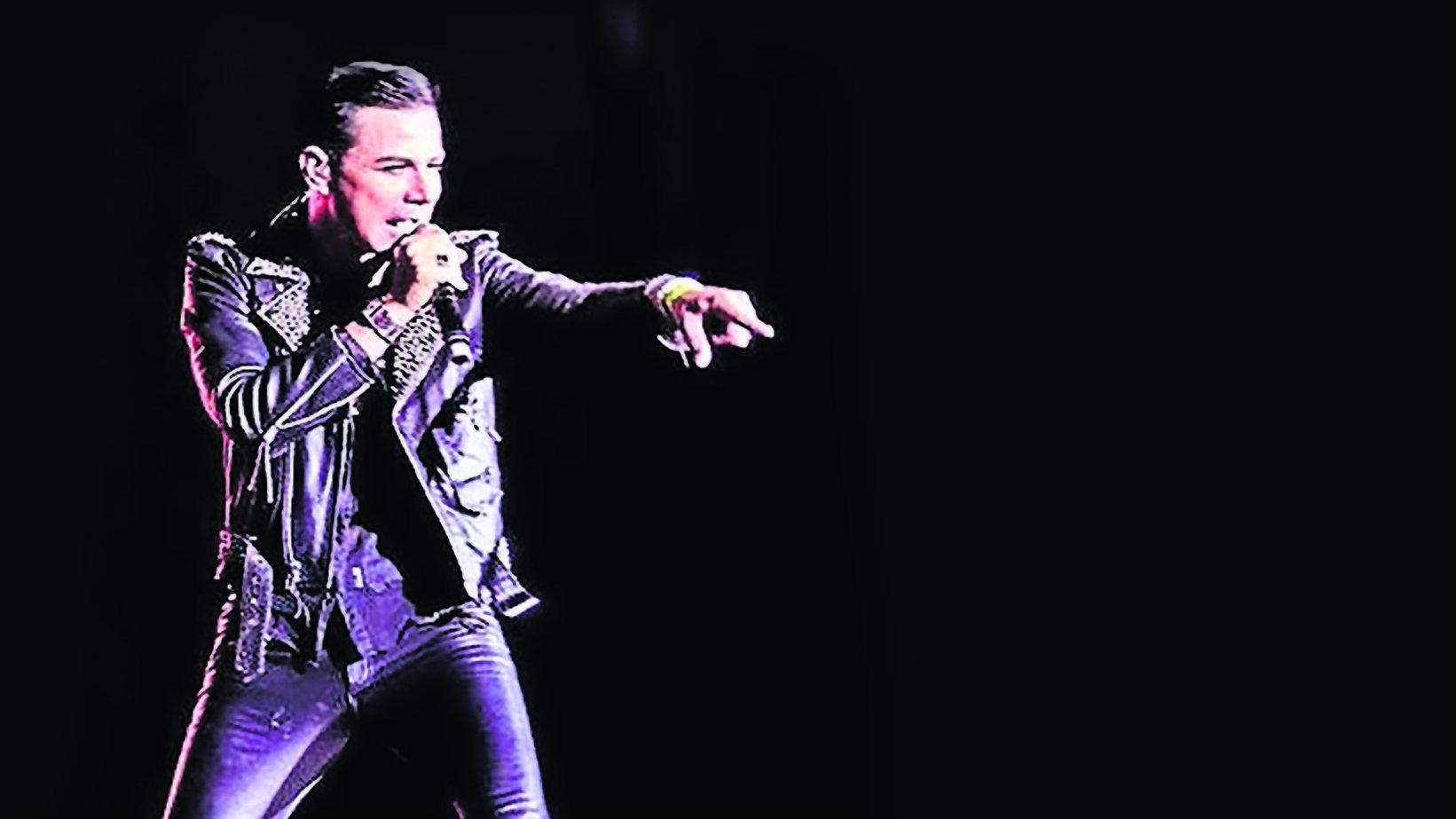 Freddie Morales interpreta Dave Gahan tributo