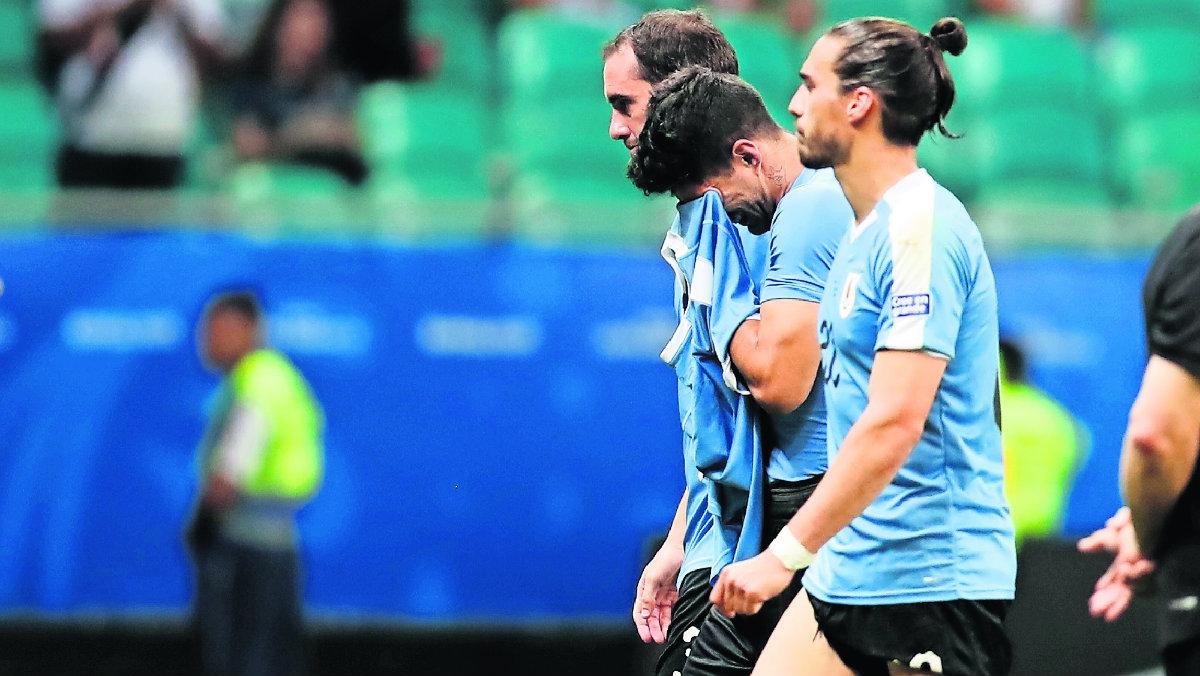 Luis Suárez erró un penalti y Perú eliminó a Uruguay, en la Copa América