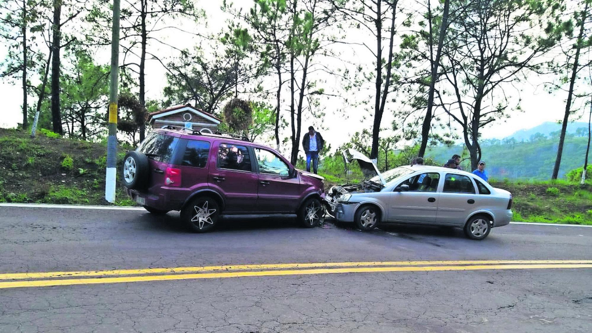 Frentazo Choca contra auto Rebase en curva Morelos
