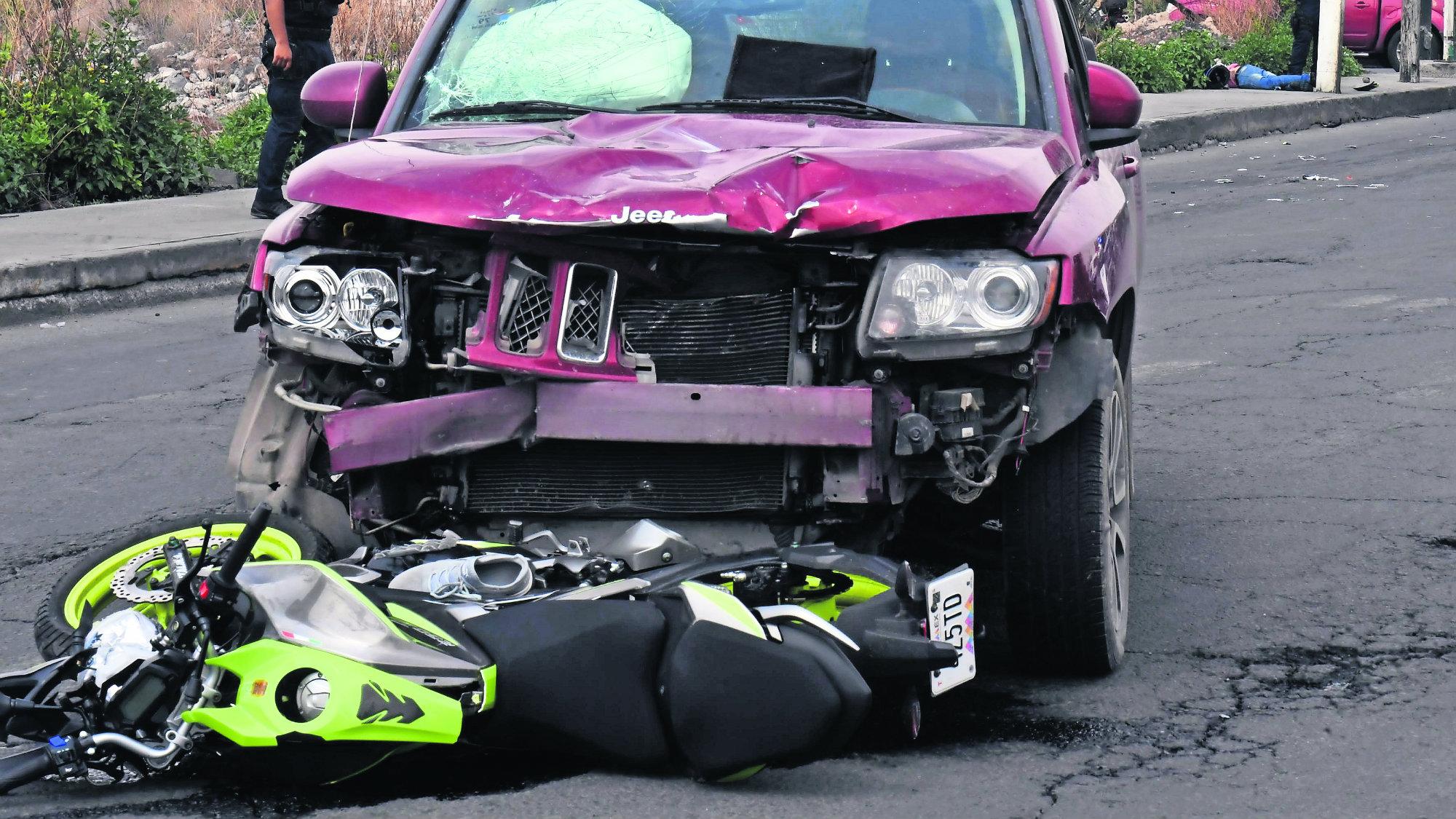 Conductora acelerada Exceso de velocidad Motociclista muerto Edomex