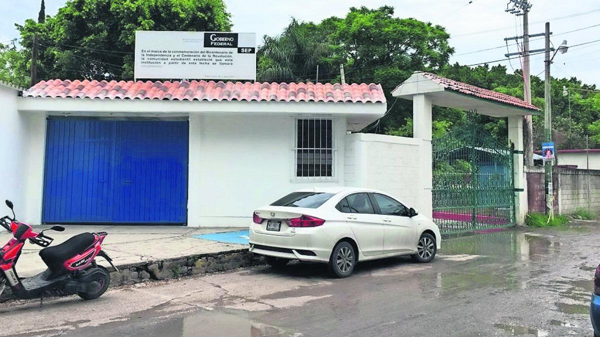 Grupo armado saquea CBTIS Cuautla