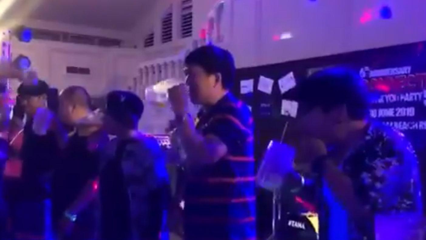 Participa en concurso de cerveza y muere por tomarla de un solo trago