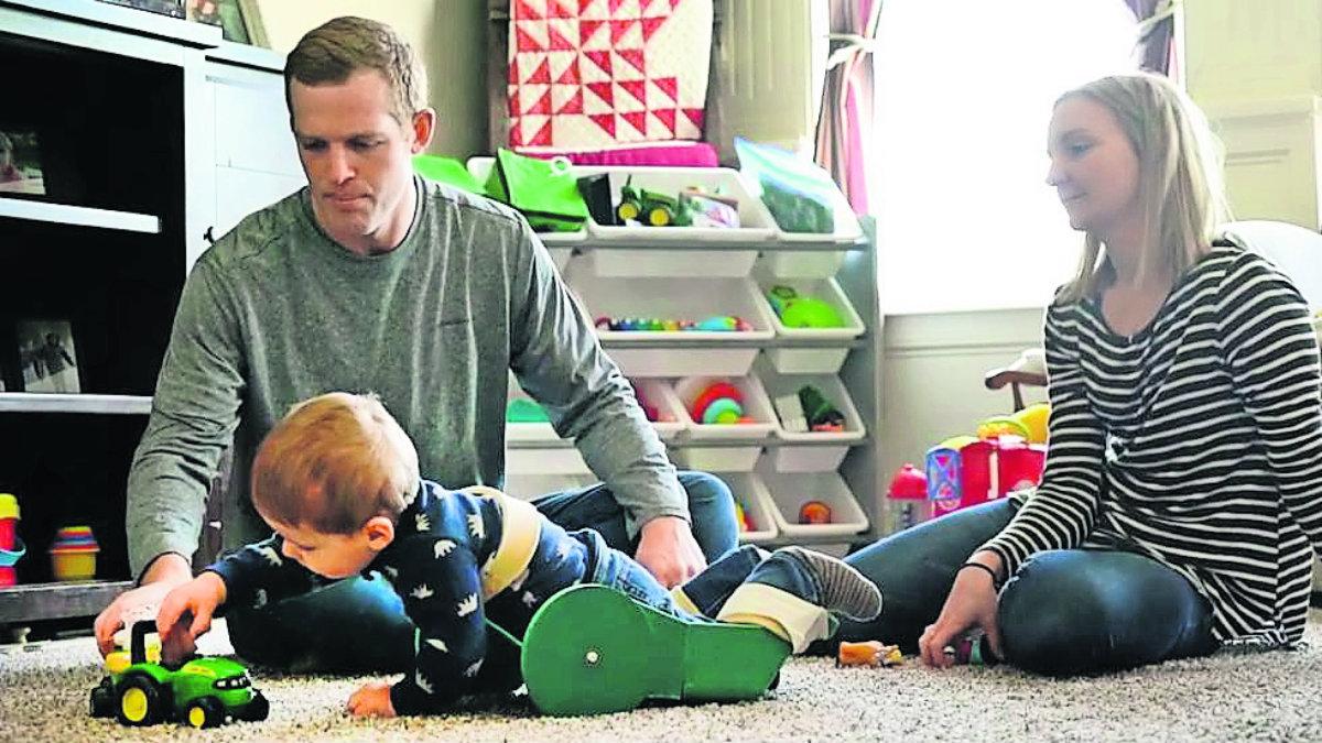 Invento papás ayuda hijo mal congénito