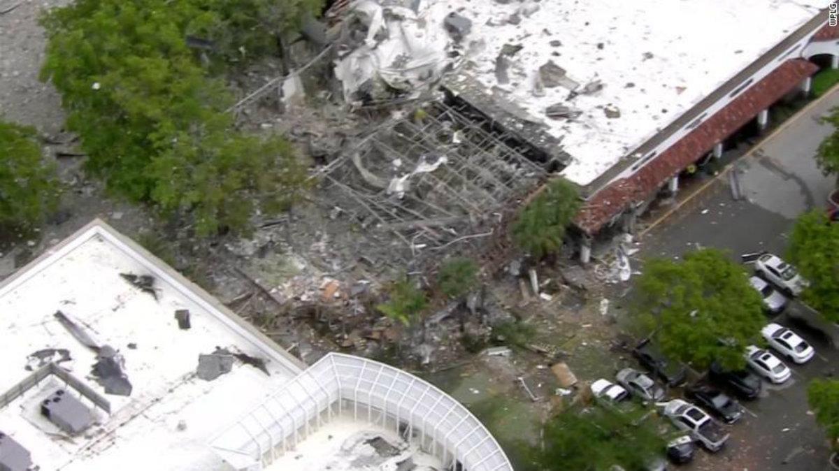 Estados Unidos Centro comercial explota Florida