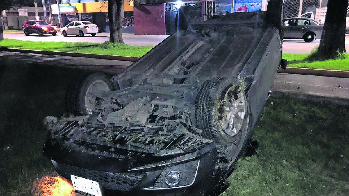 conductor acelerado vuelca lesionado paseo tollocan
