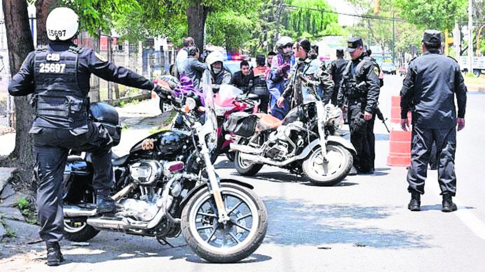 Crimen en motocicleta Revisión de documentos Edomex Toluca