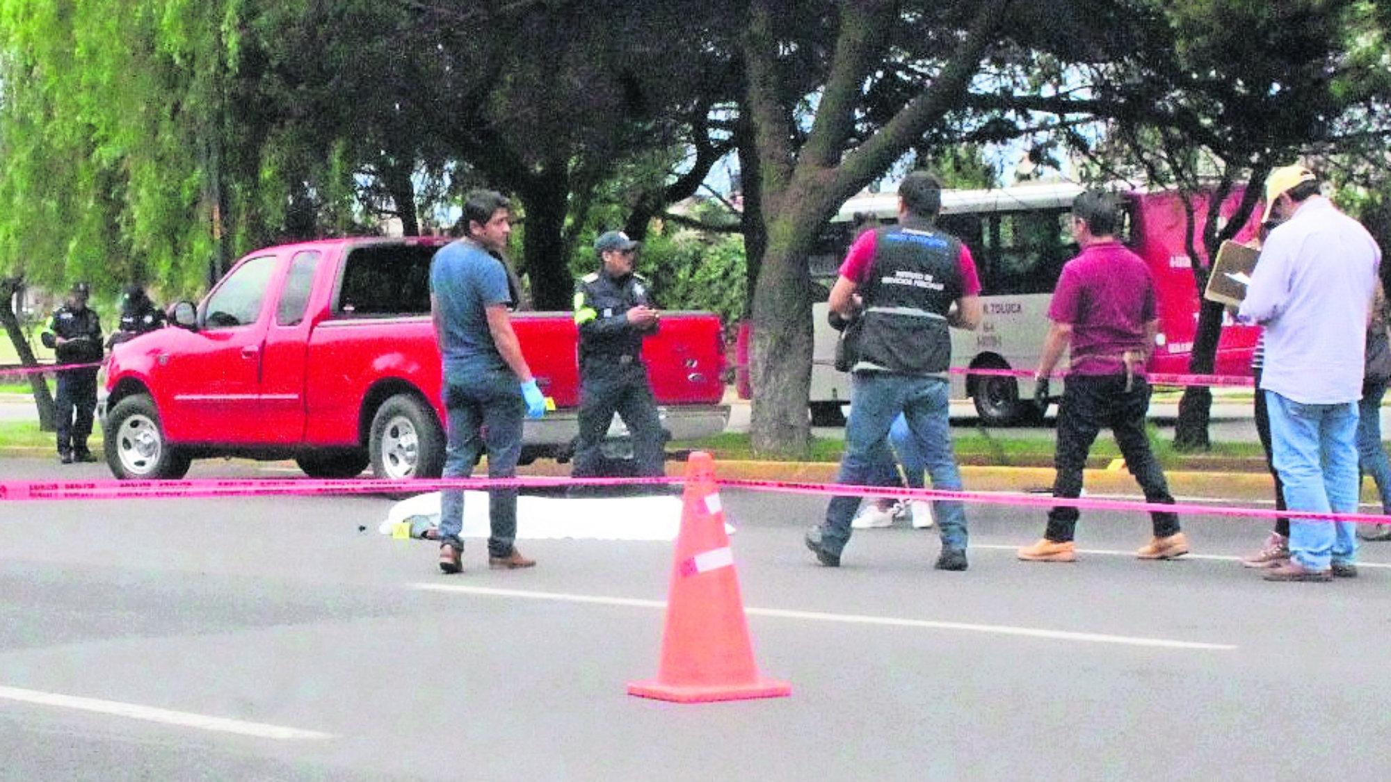 Arrollan a peatón Conductor acelerado Edomex Toluca