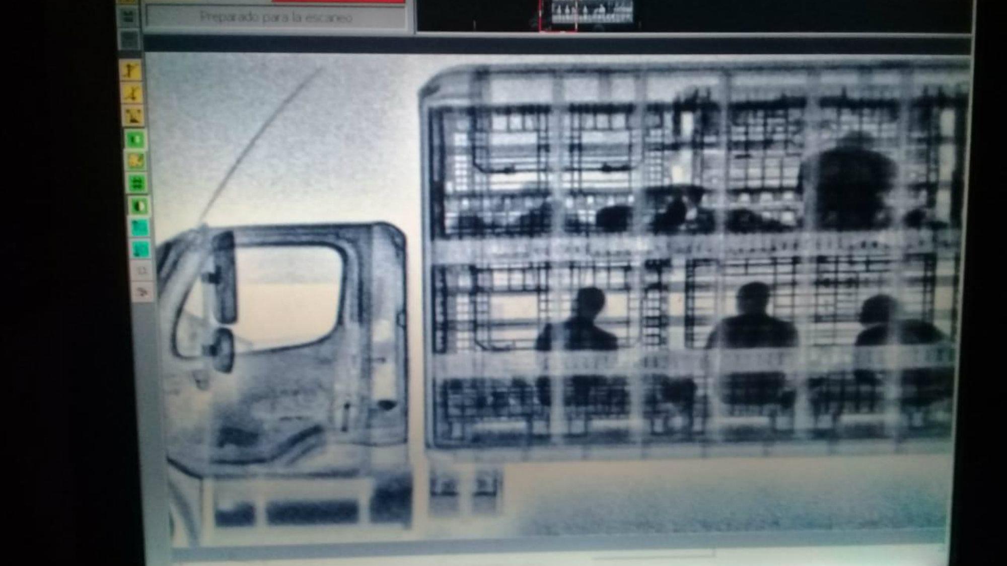 Liberan a migrantes Zacatecas Rayos X Tractocamión