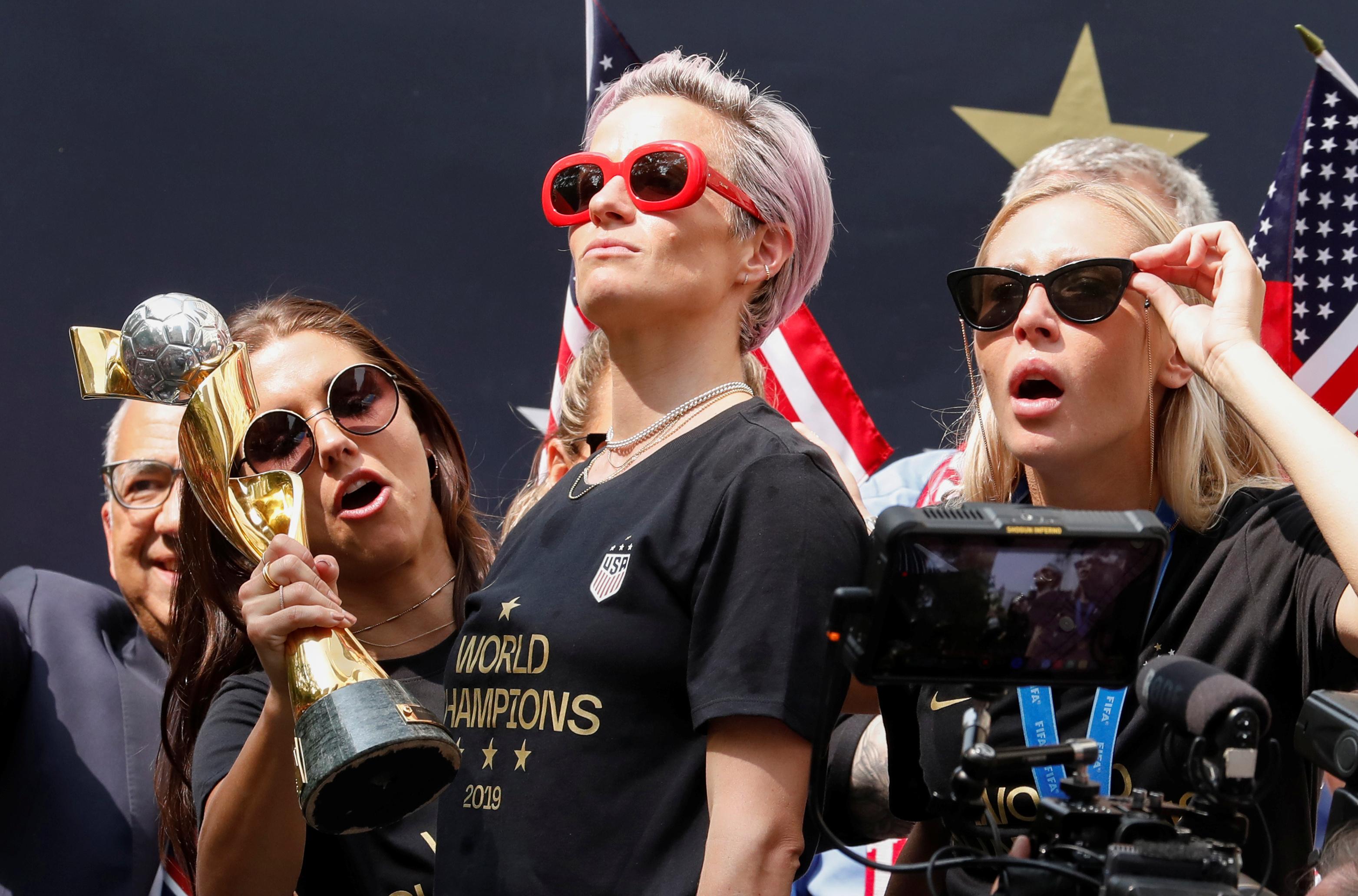 Megan Rapinoe se roba el show en desfile de Estados Unidos Femenil